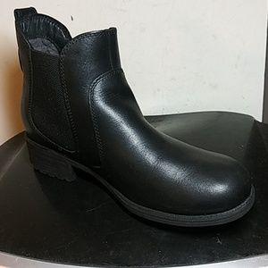 UGG Shoes - Women's. UGG Bonham Ankle boots Size US 8